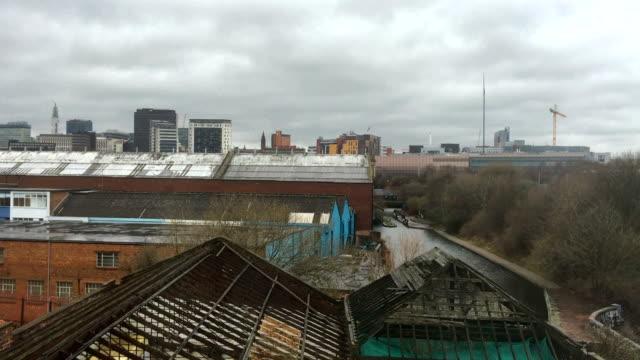 stockvideo's en b-roll-footage met dreigende wolken verzamelt over een overgegoten stedelijke stad - verlaten slechte staat