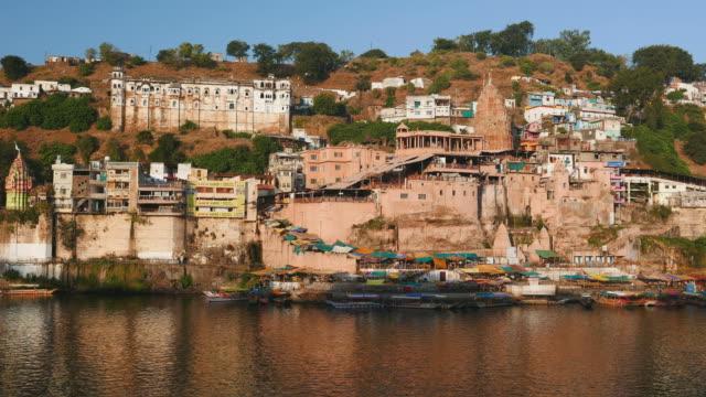 omkareshwar cityscape, india, sacred hindu temple - madhya pradesh filmów i materiałów b-roll