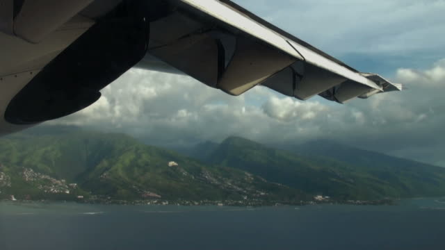 On a course for Moorea Island, almost ready to landing video
