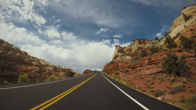 pov su gran scala escalante national monument, highway 12 - canyon video stock e b–roll
