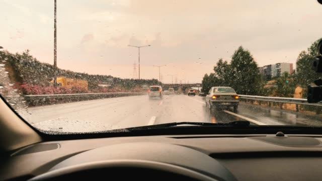 stockvideo's en b-roll-footage met op de weg - regen zon