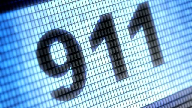 """""""911"""" üstünde belgili tanımlık perde. 4k çözünürlüklü. döngü. - first responders stok videoları ve detay görüntü çekimi"""