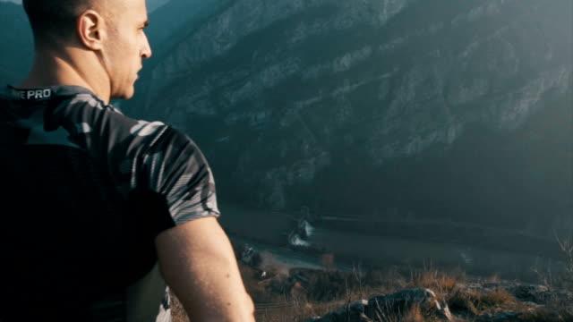 상단 위에 - mountain top 스톡 비디오 및 b-롤 화면