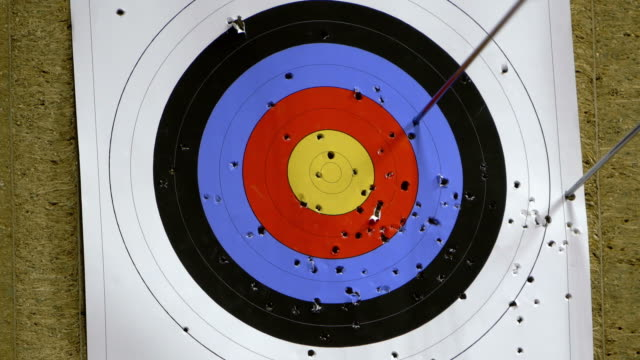 One arrow hits the target but one misses it video