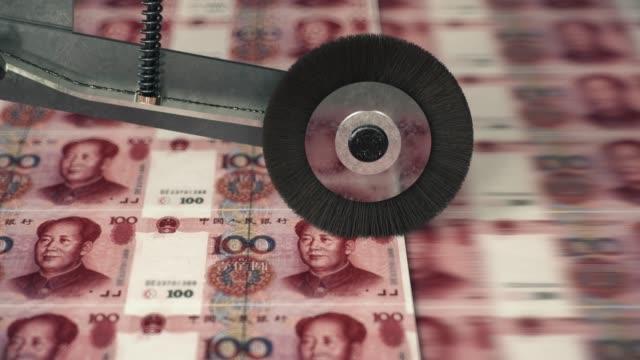 vídeos de stock e filmes b-roll de one hundred chinese yuan banknotes printing - cultura chinesa