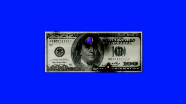 hundra dollar bill bränning i lågor till aska på en blå skärmbakgrund - 50 54 år bildbanksvideor och videomaterial från bakom kulisserna