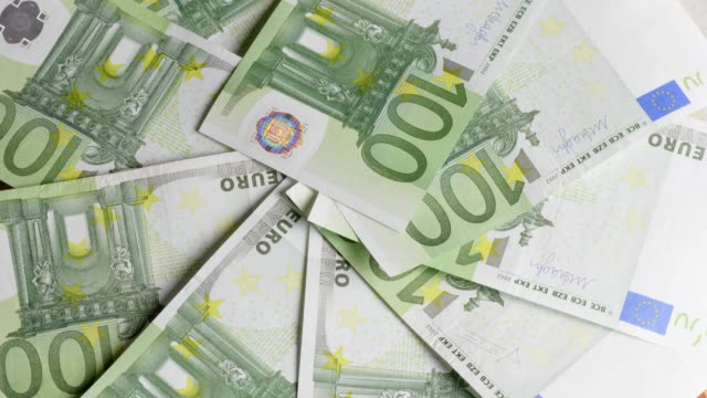 one hundred euro-banknotes turning - valuta dell'unione europea video stock e b–roll