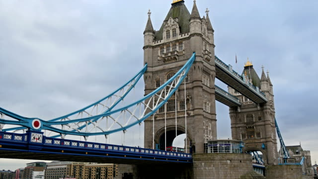 one of londons beautiful spot is the tower bridge - london bridge inghilterra video stock e b–roll