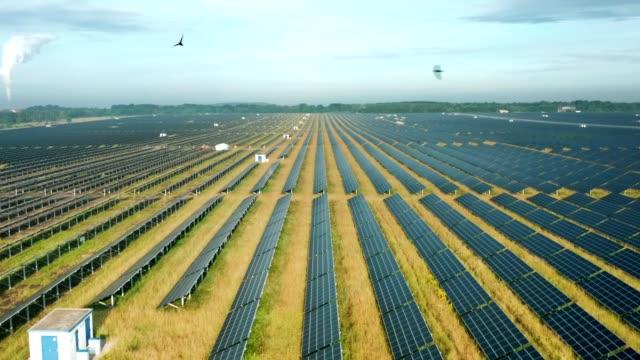 en av de största solkraftverk i tyskland och i världen - co2 bildbanksvideor och videomaterial från bakom kulisserna