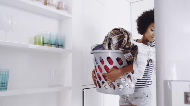one pile at a time, i'll get this washing done - pranie filmów i materiałów b-roll