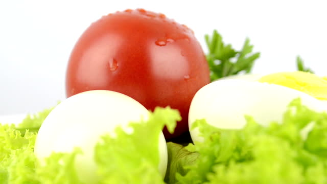 onions, boiled eggs, lettuce, tomatoes, parsley - kokat ägg bildbanksvideor och videomaterial från bakom kulisserna