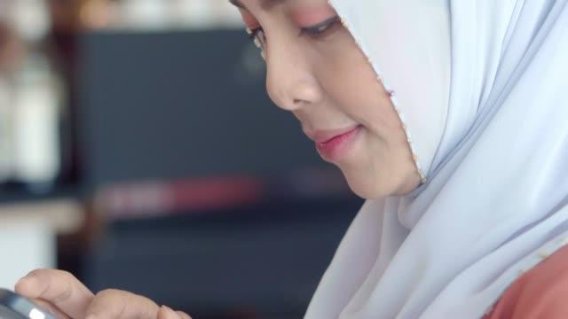 beställ online - hijab bildbanksvideor och videomaterial från bakom kulisserna