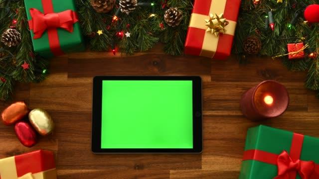 online shopping till jul - christmas present bildbanksvideor och videomaterial från bakom kulisserna