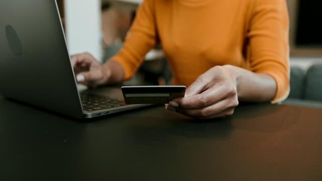 online shopping - spendera pengar bildbanksvideor och videomaterial från bakom kulisserna