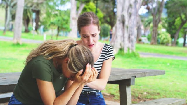 only a friend can help you through a breakup - amicizia tra donne video stock e b–roll
