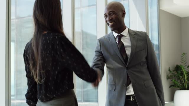 stockvideo's en b-roll-footage met alleen u werken jezelf naar de top - partnership