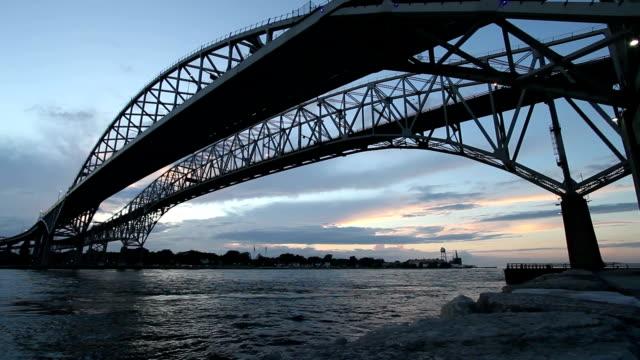 онтарио, канада голубой воде мост низкой - онтарио канада стоковые видео и кадры b-roll
