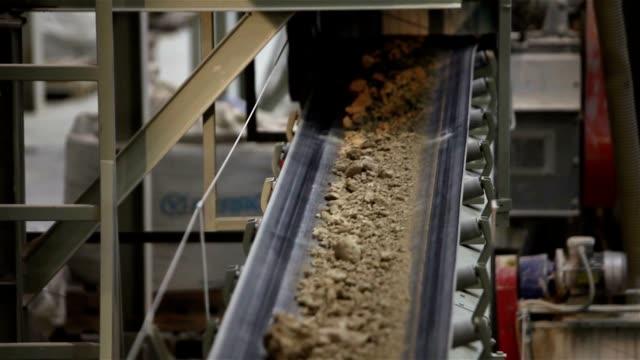 сonveyor belt on factory, ceramic factory equipment, transportation of clay on the conveyor, industrial interior, transportation of raw materials on the conveyor - dźwignia zmiany biegów filmów i materiałów b-roll