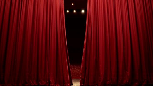 vidéos et rushes de ouvrir, fermer le rideau de scène de la convention, theatre center - rideaux
