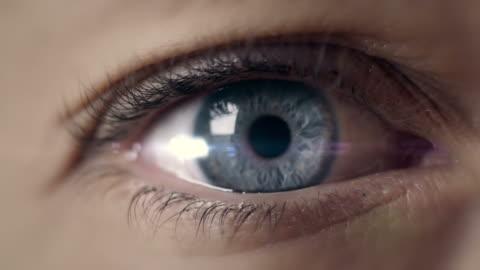 vídeos de stock e filmes b-roll de abrir macro de olho captura - primeiro plano