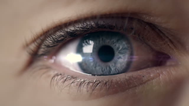 stockvideo's en b-roll-footage met open eye macro  shot - inzoomen