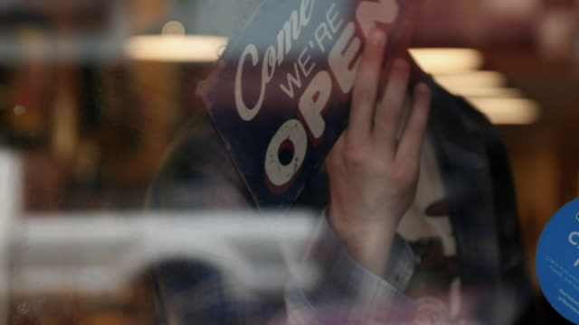 stockvideo's en b-roll-footage met open aanlog venster van coffeeshop - shop sign