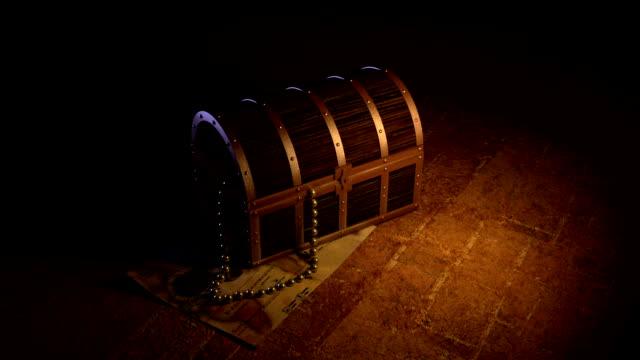 aperta scatola del tesoro - scatola del tesoro video stock e b–roll