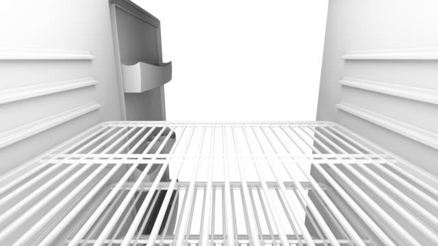 vídeos de stock e filmes b-roll de opening and closing door on empty fridge - congelador