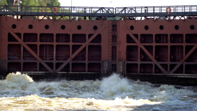 opening and closing the gate river gateway video
