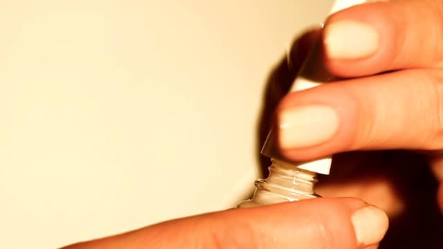 öppettider nagellack flaska - nagellack bildbanksvideor och videomaterial från bakom kulisserna