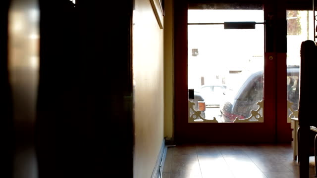 opening shop in morning - store 個影片檔及 b 捲影像