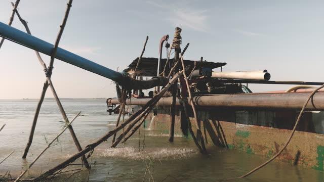 vídeos y material grabado en eventos de stock de operación de bombeo arena de un barco dredging - anclado