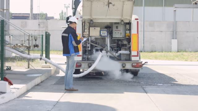 Operator check loading of liquid nitrogen in cryogenic truck video