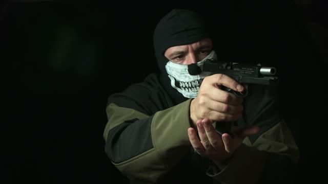 stockvideo's en b-roll-footage met swat operator - minder dan 10 seconden