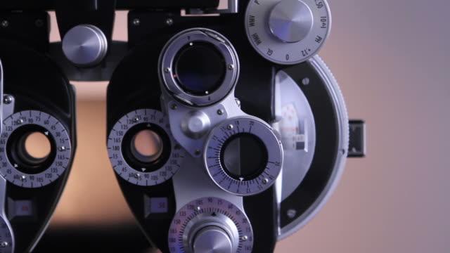 augenoptiker tools - augenheilkunde stock-videos und b-roll-filmmaterial