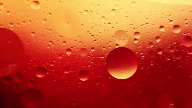 bolla arancione astratta, olio e acqua - arancione video stock e b–roll