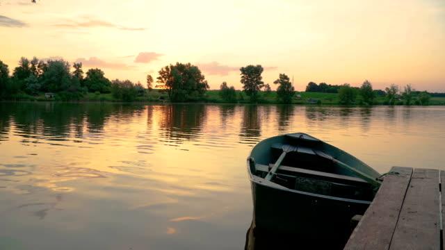 orange solnedgång på dammen - flod vatten brygga bildbanksvideor och videomaterial från bakom kulisserna