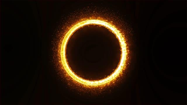 キラキラと煙でゴールドの金属リングの軌道。 - 指輪点の映像素材/bロール
