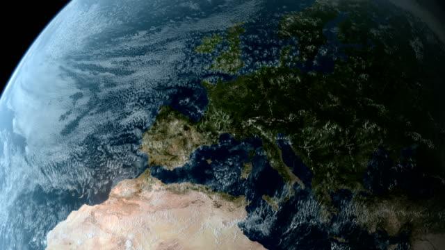 vidéos et rushes de en orbite au-dessus de l'europe 4k - carte france