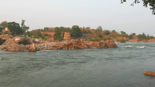 orchha palace, madhya pradesh, famous travel destination in india. - ghat filmów i materiałów b-roll