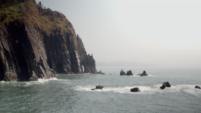 stockvideo's en b-roll-footage met de kust van oregon drone - boog architectonisch element