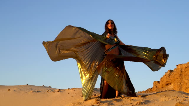 oriental beauty belly dance with golden wings - sari filmów i materiałów b-roll
