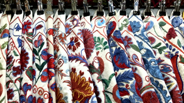 oriental pillows at grand bazaar in istanbul - grand bazaar video stock e b–roll