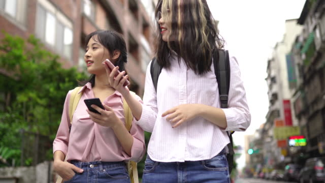 orientation in the new city is always challenging - two students together asian video stock e b–roll