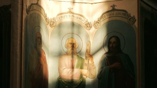 orthodox icon in the church - верующий стоковые видео и кадры b-roll