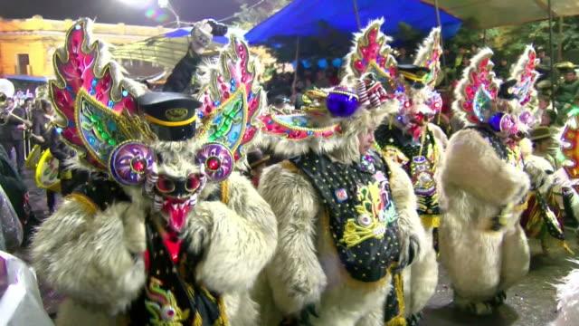 oruro village carnival parade dancing ceremony - costume tradizionale video stock e b–roll