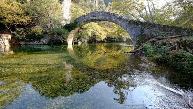 османский мост медленный - спокойная вода стоковые видео и кадры b-roll