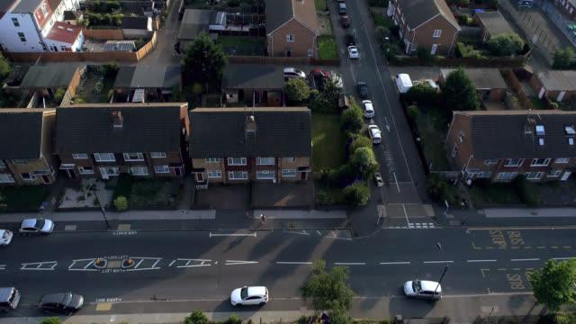 vídeos de stock e filmes b-roll de our home neighbourhood - reino unido