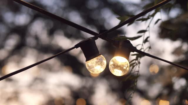 야외 파티 조명 - 촛불 조명 장비 스톡 비디오 및 b-롤 화면