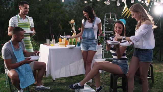 party unter freiem Himmel – Video